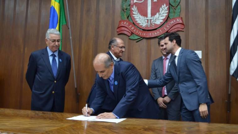 Prefeito Omar Najar assina convênio de R$ 1 milhão